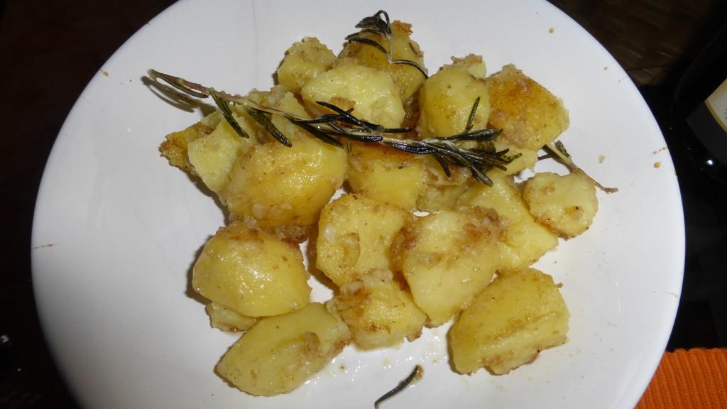 Leicht angebratene Kartoffeln mit Rosmarin-Begleitung